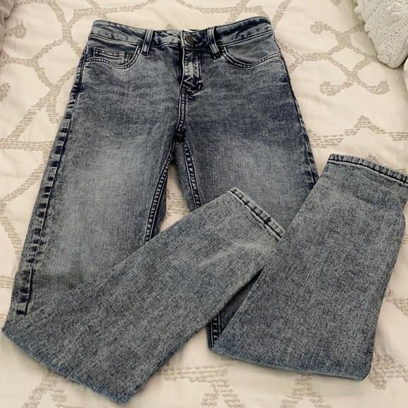 Brand new never worn Zara skinny jeans.